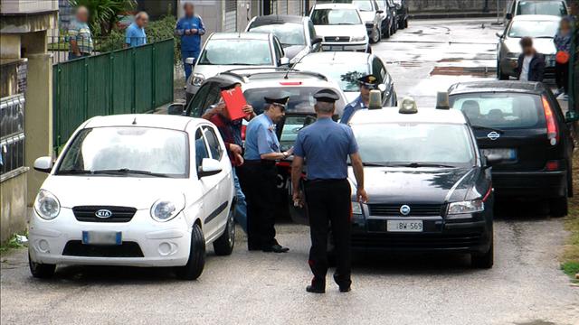 Orrore in Campania: un padre uccide a coltellate il figlio disabile