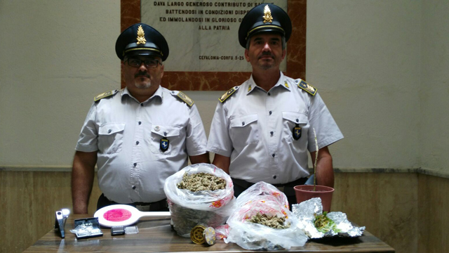 Gdf Benevento: sequestrati 1 kg di marijuana. Ai domiciliari due ventenni