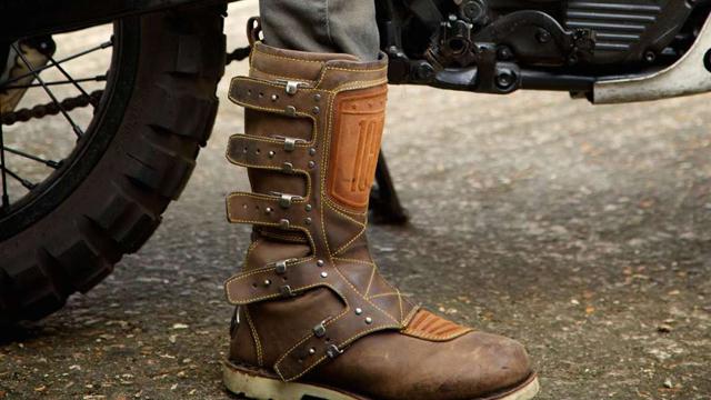 Stivali e scarpe per moto  perché indossarli sempre d2c19299f41