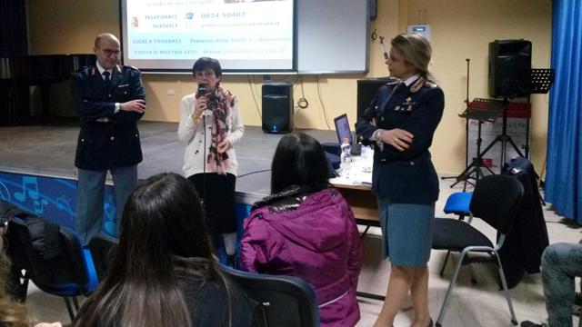 Cyberbullismo: la Polizia incontra gli studenti per il Safer Internet Day