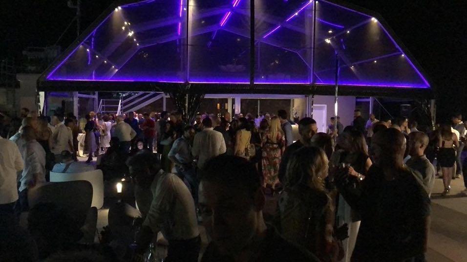 Benevento Giochi Di Luce E Performers Per Il Party Inaugurale Al Catillo 267 Roof Garden Ntr24 Tv News Su Cronaca Politica Economia Sport Cultura Nel Sannio